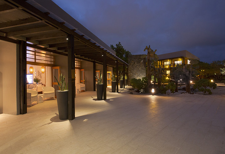FINCH BAY HOTEL EXTERIOR
