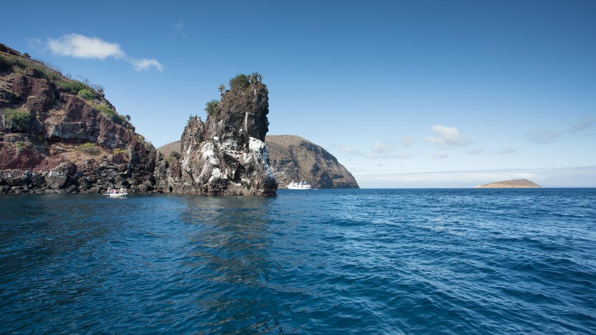 Yacht Isabela II – Activities – Panga ride
