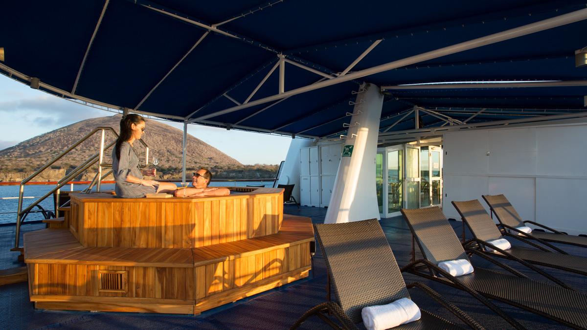 Yacht Isabela II – Social Area – Hot Tub