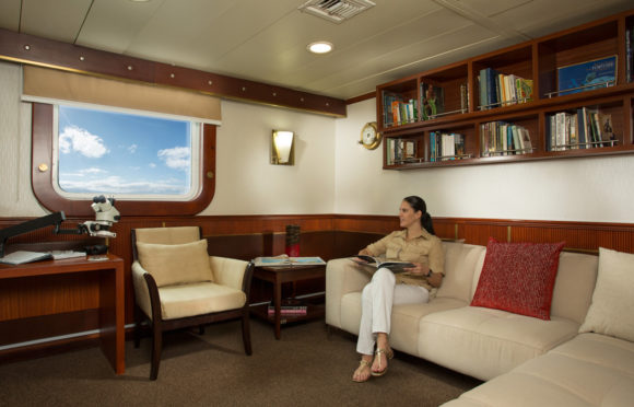 Yacht Isabela II – Social Area – Library